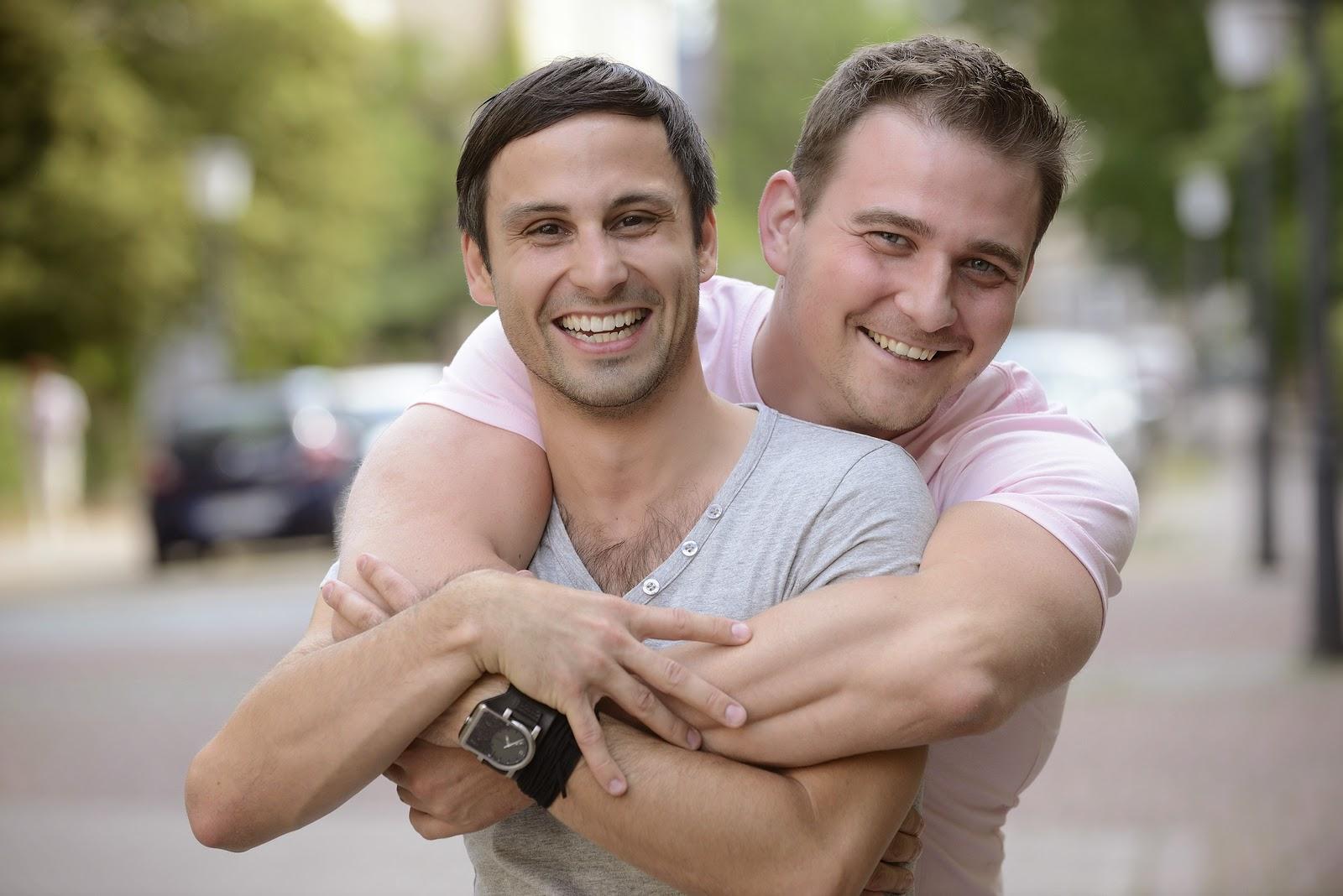 мужчины фото пара с парнем би трахаются